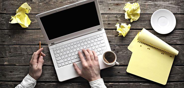 O redator pode trabalhar exclusivamente criando conteúdo para sites e blogs