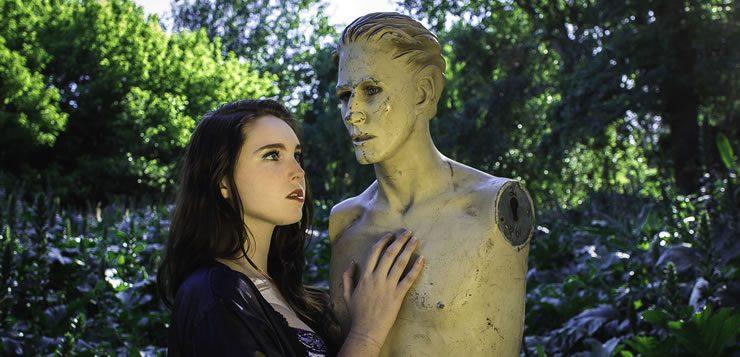 Agalmatofilia está relacionado a fetiches por sexuais por estátuas, bonecas e monumentos