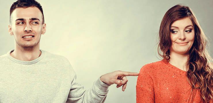 Falar cutucando é uma das manias que mais incomodam as pessoas