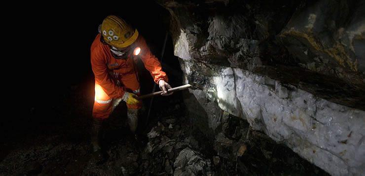 O risco de desmoronamentos coloca a função do mineiro entre as profissões mais perigosas existentes
