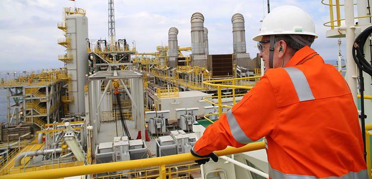 Trabalhadores da capitação ou refinação de gás e petróleo estão expostos a um risco eminente