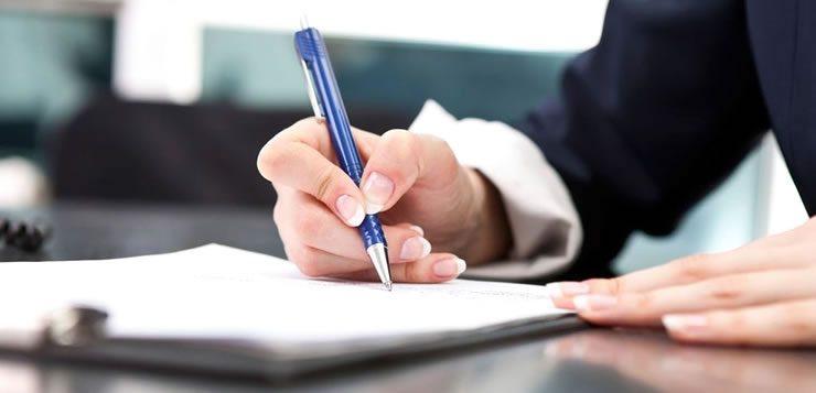 A caneta é um dos objetos mais acessíveis e ainda indispensáveis