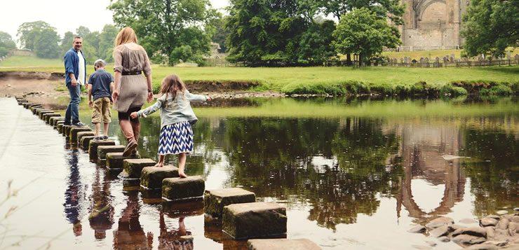 Blocos de pedra foram colocados para travessia segura do rio Wharfe