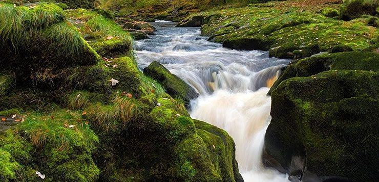 Correnteza em trecho de queda d'água do Bolton Strid