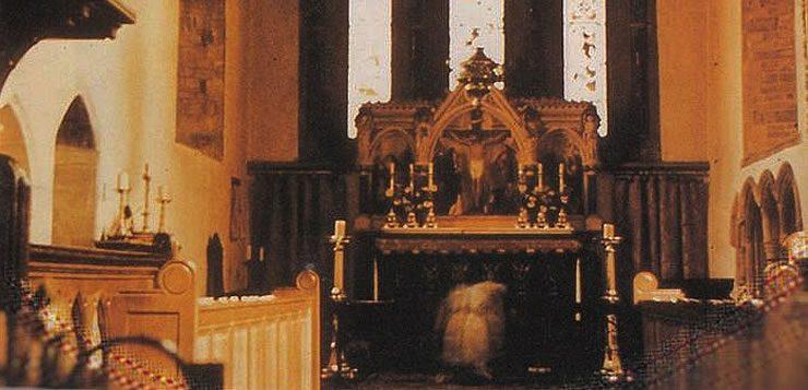 Fantasma teria sido fotografado na igreja de St. Mary